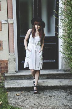 summer dress / white / black top shop hat / top shop sandals / white dress / Blog : Fashion-utopia.com