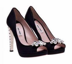 La última tendencia de moda femenina en zapatos de fiesta