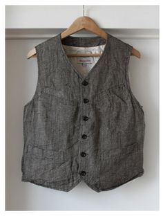 A frumpy linen vest. Perfect with a long flowy skirt.