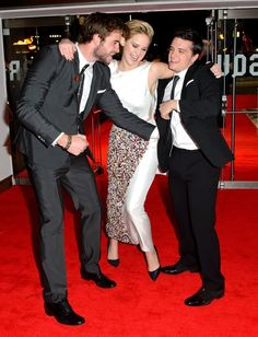 """Adorably Goofy Photos Of The """"Hunger Games"""" Cast At The """"Catching Fire"""" UK Premiere"""