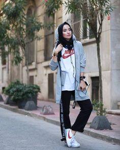 hijab sport Sporty hijab street style – Just Trendy Girls. Hijab Sport, Sports Hijab, Sport Style, Sport Chic, Sport Icon, Sport Girl, Street Hijab Fashion, Muslim Fashion, Sport Fashion
