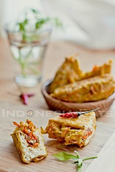 Tahu Isi - Stuffed Tofu (recipe in English) Tofu Recipes, Asian Recipes, Tahu Isi, Asian Appetizers, Tofu Dishes, Good Food, Yummy Food, Indonesian Cuisine, Tempeh