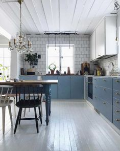 my scandinavian home: An Eclectic Century Swedish House farmhouse style kitchen Swedish Decor, Swedish Style, Swedish House, Swedish Kitchen, Scandinavian Kitchen, Scandinavian Style, Swedish Interiors, Swedish Interior Design, Kitchen Interior