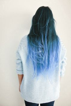 Dye your hair simple & easy to ombre blue hair color - temporarily use ombre blue hair dye to achieve brilliant results! DIY your hair blue ombre with hair chalk Curls Haircut, Coloured Hair, Ombre Hair Color, Ombre Hair Dye, Ombre Style, Blue Style, Blonde Ombre, Dye My Hair, Blue Dip Dye Hair