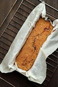 Geef je spijsvertering een flinke stoot met dit heerlijk voedzame bananenbrood. Lekker als ontbijt of als tussendoortje.