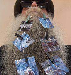 BEARD GALLERY - Opere di Marisa Cesanelli installate sulla mia barba (Galleria Pensile)
