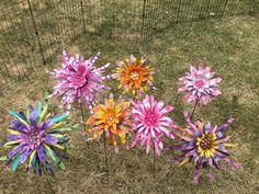 Tin Can Flowers, Diy Flowers, Metal Yard Art, Metal Art, Recycling, Beer, Canning, Plants, Ideas