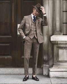 Apr 2020 - Dress for success with classic men's suits and suit pants. See more ideas about Mens suits, Dress for success and Suits. Gentleman Mode, Modern Gentleman, Gentleman Style, Mens Fashion Suits, Mens Suits, Groom Suits, Suit Men, Groom Attire, Moda Formal