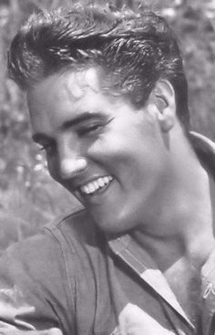"""Elvis Aaron Presley (January 1935 – August was an American singer and actor. A cultural icon, he is commonly known by the single name Elvis. One of the most popular musicians of the centure""""King of Rock and Roll Lisa Marie Presley, Priscilla Presley, Elvis And Priscilla, Rock And Roll, Elvis Presley Pictures, Foto Portrait, Young Elvis, We Will Rock You, Graceland"""