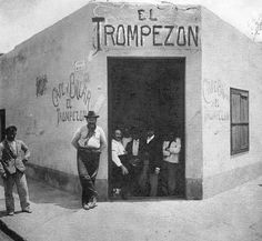Old Pictures, Old Photos, Vintage Photos, Chicano Style Tattoo, Mexico People, Mexican Revolution, Travel Ads, Argentine, Mexican Designs