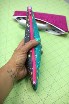 Crafty Gemini | Zipper Pouch- 10″ Slicer Video Tutorial | http://craftygemini.com