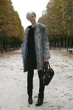 Kate Lanphear of Elle at Jardin des Tuileries « The Sartorialist