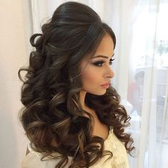 Best Wedding Hairstyles for bridal for your big day. Discover cool indian Bridal wedding hairstyles for long hair, medium hair and short hair to find perfect you. Quince Hairstyles, Wedding Hairstyles For Long Hair, Wedding Hair And Makeup, Bridal Hairstyles, Long Hairstyles, Hair Makeup, Hair Wedding, Volume Hairstyles, Indian Hairstyles