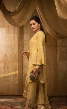 Pakistani Bridal Dresses, Pakistani Dress Design, Wedding Dresses, Frock Fashion, Fashion Dresses, Stylish Dresses For Girls, Girls Dresses, Iranian Women Fashion, Bollywood Fashion
