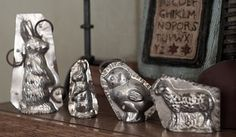 Vintage Easter chocolate moulds My mom used to have a bunch of these but I think they are gone now. I loved looking at them/playing with them growing up. Chocolate Candy Molds, Easter Chocolate, Easter Candy, Easter Treats, Easter Cake Molds, Easter Parade, Vintage Candy, Easter Holidays, Vintage Easter