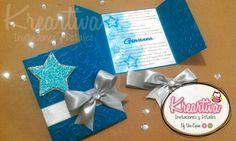 Invitación de XV Años temático de estrellas en colores turquesa, celeste y plata. Twinkle Twinkle Little Star, Quinceanera, Sweet 16, Ideas Para, Wedding Invitations, Gift Wrapping, Baby Shower, Party, Invitations