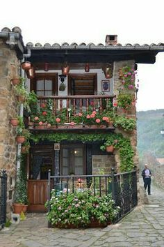 Here is just a normal house in Spain. If I ever lived in Spain I would live in a cute house like this that has a gorgeous view. Spanish Style Homes, Spanish House, Magic Places, Places To Go, Beautiful Homes, Beautiful Places, Stone Houses, Architecture, Future House