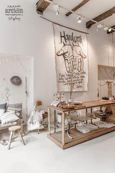 Sukha, un concept store à Amsterdam qui distille la joie de vivre Design Boutique, Deco Paris, Decoracion Low Cost, Turbulence Deco, Amsterdam, Store Displays, Retail Displays, Merchandising Displays, Window Displays