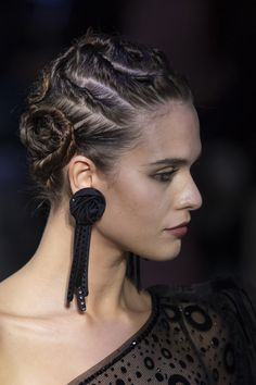 Giorgio Armani at Milan Fashion Week Fall 2019 – 2020 Fashions Womens and Man's Trends 2020 Jewelry trends Giorgio Armani, Runway Hair, Unusual Jewelry, Couture Details, Milan Fashion Weeks, Diy Earrings, Statement Earrings, Jewelry Trends, Hair Inspiration
