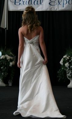 Jim Hjelm discount bridal gowns style 8657 white size 8, $500