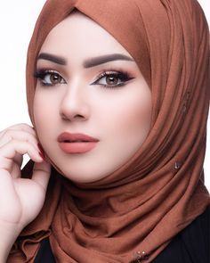Image may contain: 1 person, closeup Beautiful Hijab Girl, Beautiful Muslim Women, Beautiful Girl Photo, Beautiful Indian Actress, Gorgeous Women, Hijabi Girl, Girl Hijab, Arabian Beauty Women, Moslem
