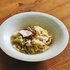 【晩ごはんで体リセット】第2話:疲れた胃をやさしく労わる「ぶりの切り身と白菜のうま煮」 – 北欧、暮らしの道具店 Soup, Ethnic Recipes, Soups