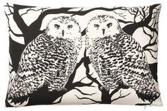 Pute med svart og hvitt ulgeprint, 40 x 60 cm, innerpute med dunfyll. 100 % bomull. Home And Living, Moose Art, Snoopy, Textiles, Throw Pillows, Artwork, Animals, Inspiration, Design