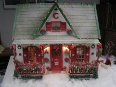 vintage wooden dollhouse decked out for Christmas - Miniature Inspiration