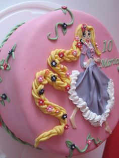 Looking for cake decorating project inspiration? Check out rapunzel tangeld cake by member Oana Go. Novelty Birthday Cakes, Birthday Cake Girls, Birthday Cookies, Rapunzel Birthday Party, Bubble Birthday, 3rd Birthday, Buttercream Designs, Rapunzel Cake, Cake Decorating Techniques