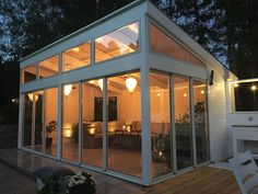 It is certainly surprising what they did with this particular design and plan. What a fantastic idea for a Backyard Office, Outdoor Office, Outdoor Rooms, Backyard Patio, Outdoor Living, Garden Log Cabins, Contemporary Garden Rooms, House Construction Plan, Screened In Patio