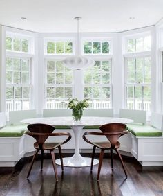 Breakfast room: Love the big bay windows and built in seating