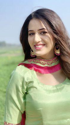 Beautiful Girl In India, Beautiful Muslim Women, Beautiful Girl Image, Beautiful Saree, Beautiful Bollywood Actress, Most Beautiful Indian Actress, Beautiful Actresses, Cute Beauty, Beauty Full Girl