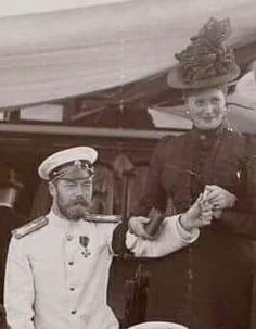Tsar Nicholas ll of Russia with Empress Alexandra Feodorovna of Russia. Extremely rare photo where the Empress is smiling. Ancient Rome, Ancient History, Ap World History, Canadian History, Tsar Nicolas, Familia Romanov, House Of Romanov, Alexandra Feodorovna, Imperial Russia
