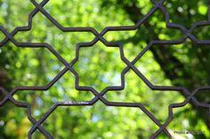 | Geometría Albaicinera | Detalle puerta en un Carmen del Albayzín: estrella tartésica Granada, Andalucía   #PhotoLanda #granada #andalucia  https://flic.kr/p/SY9JYy