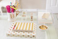 Home Office feminino com branco e dourado