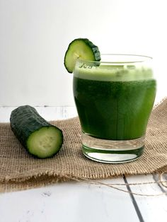 Try these 10 amazing juicing recipes - with pictures - to help boost your immune system and jumpstart healing your body from within. Cucumber Juice, Celery Juice, Fresh Turmeric, Turmeric Root, Green Juice Recipes, Variety Of Fruits, Juicy Fruit, People Eating, Raw Vegan