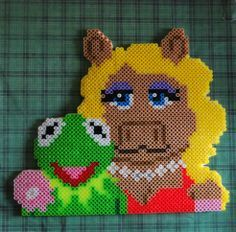 Kermit the Frog and Miss Piggy perler bead sprite
