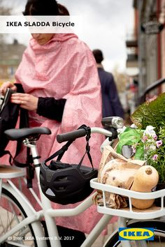 What's good for the planet is also good for you! Revamp your morning commute with the IKEA SLADDA bike. Its lightweight design and customizable add-ons make it a smart driving alternative.