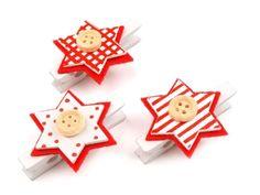 Kreativní kolíčky s nádechem vánoční atmosféry si můžete domavytvořit i vy. Budete k tomu potřebovat dřevěný kolíček, lepidlo, barevný tvrdší papír nebo máte-li možnost – použijte barevný filc. Dřevěný kolíček natřete bílou barvou a nechejte zaschnout.Ze dvou různobarevných papírů (popřípadě z filců) si vystřihněte 2x tvar stromečku – jedenz nich udělejteo něco menší, aby se...Číst dále