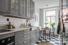 Small Cozy Rooms in a Scandinavian Apartment - The Nordroom Kitchen Inspirations, Interior Design Masters, Stylish Apartment, Kitchen Cabinets, Kitchen Benches, Home Kitchens, Apartment Kitchen, Cozy Room, Vintage Apartment
