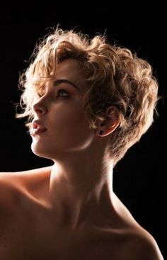 tinkerbell の coupe coiffure cheveux court bouclé blond curled short haircut style haar frisur Short Wavy Haircuts, Short Curly Pixie, Short Curly Hairstyles For Women, Short Curly Styles, Curly Hair Styles, Haircut Short, Bob Hairstyles, Long Curly, Wavy Pixie Haircut