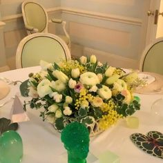 White Floral Centerpieces, Floral Arrangements, Graham, Sunny Sunday, Nyc, Ranunculus, Tulips, Beautiful Flowers, Leaves