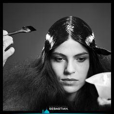 العالم بحاجة إلى المزيد من الأناقة في الشعر وملمس رائع! لهذا السبب أنت بحاجة إلى Resintek ! إحصلي عليه اليوم! The world needs more invigorating texture and hyper-shine in hair. That's where Resintek comes on. Get yours today! http://www.sebastianprofessional.com/en-EN/salon-locator #Metamorphik