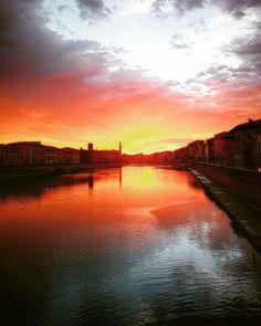 Reposting @beppe_pati: Dove la natura decide di collocare i propri limiti, esplode lo spettacolo! #all_sunsets #beautiful #diariodellostarbene #clouds #color #gorgeous #horizon #ig_sunsetshots #instagood #instasky #instasunsets #isea_sunsets #nature #night #orange #photooftheday #pink #pretty #red #scenicsunset #silhouette #sky #skyporn #sol #sun #sunrays #sunset #sunsetvision#sunshine#view