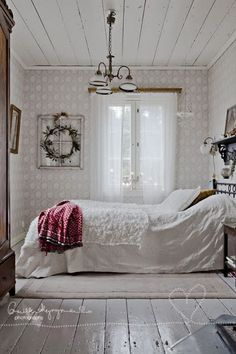 Clean Shabby Chic Look For Bedroom Decoration