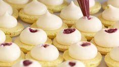Desserts Fruits, Dessert Aux Fruits, Ganache Macaron, Macaron Flavors, Macaroon Recipes, Macaroons, Meringue, Mini Cupcakes, Real Food Recipes