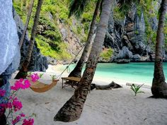 Isolated Beach, Hawaii photo via destinations Oh The Places You'll Go, Places To Travel, Places To Visit, Travel Destinations, Palawan, Dream Vacations, Vacation Spots, Paradis Tropical, Beautiful Beaches
