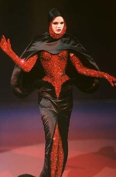 Haute couture Mugler, corset by Mr. Image Fashion, Dark Fashion, 90s Fashion, Couture Fashion, Runway Fashion, Fashion Art, High Fashion, Fashion Show, Fashion Outfits