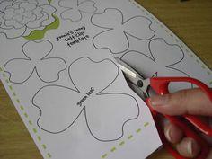 Diadema con flor de fieltro movible3