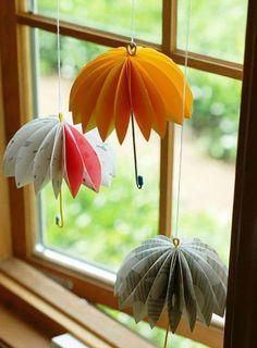 Fensterdeko basteln Sommer Motive Regenschirme Origami basteln paper paper napkins paper to the moon Origami Paper, Diy Paper, Paper Crafting, Paper Art, Diy Origami, Creative Crafts, Diy And Crafts, Arts And Crafts, Yarn Crafts